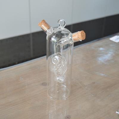 Huilier Vinaigrier en verre avec poisson soufflé (3)