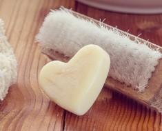 Pensez au gommage pour préserver votre peau ! - Domaine public