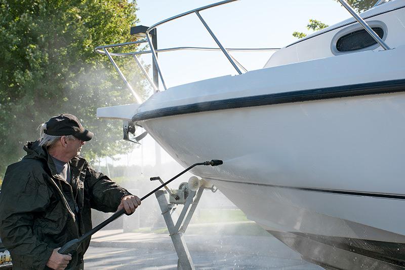 nettoyage coque extérieur de son bateau